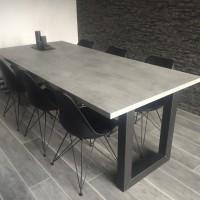 Tafel Mattone Scuro, beton look, stalen onderstel – U -forma