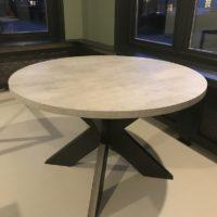 Eettafel – rond – beton look – mattone scuro – stalen spinpoot – showroom – Tavolo enzo- LR-alleen tafel