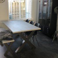 tafel – beton- Mattone scuro – X-forma- onderstel – staal – bankje – Tavolo enzo- LR