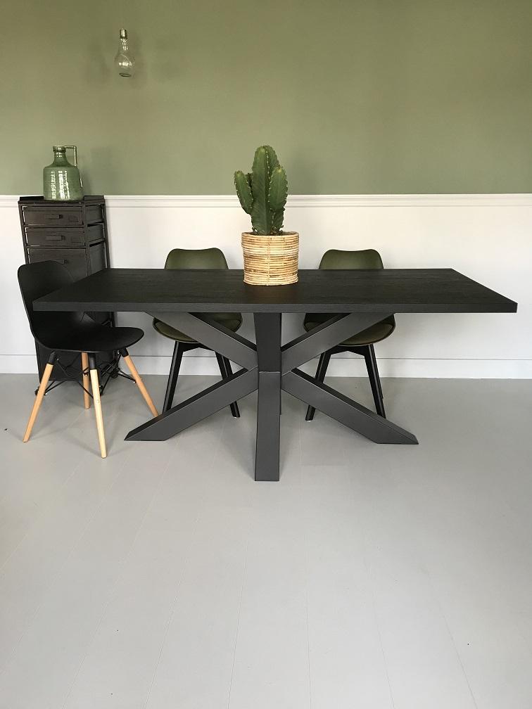 Zwarte Eethoek Stoelen.Eettafel Zwart Eiken Houtlook Nero Ruvido Met Spinpoot