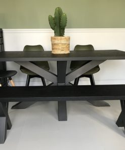 Zwart houten tafel