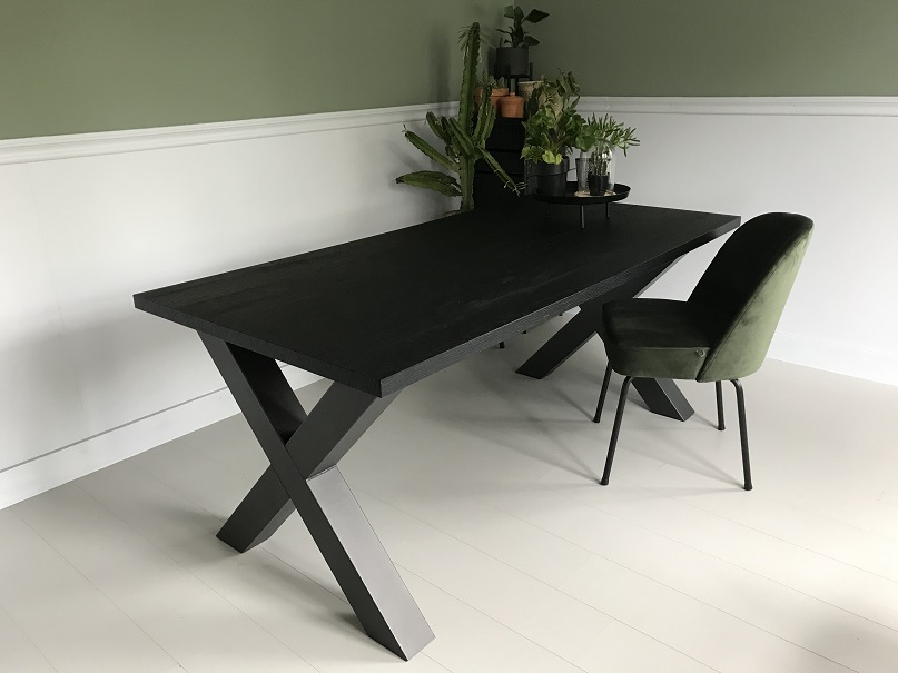 Eiken Tafel X Poot.Eettafel Zwart Eiken Houtlook Nero Ruvido Met X Poot