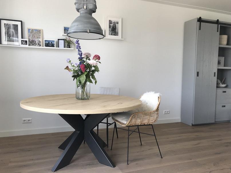 Ronde Tafels Hout.Eettafel Rond Eiken Hout Look Bar Legno Met Spinpoot