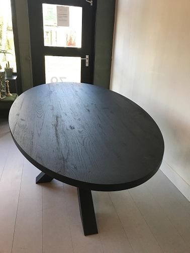 Eettafel ovaal zwart 3